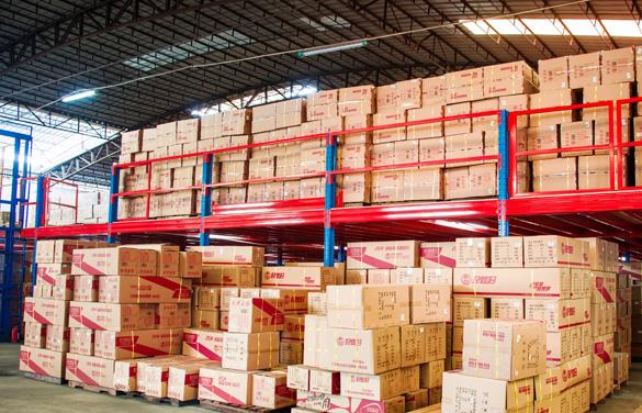 亚大广州重型货架为顾客提供更多便捷更多空间感